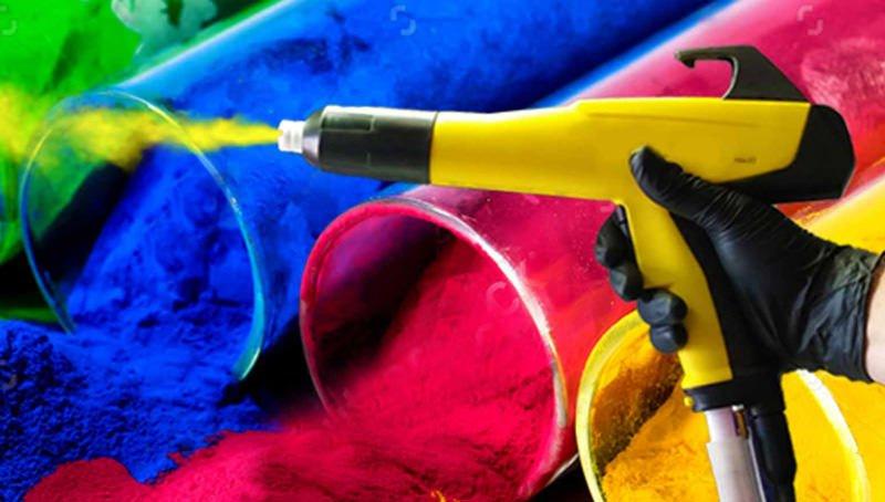 اسپری در حال پاشش رنگ الکترواستاتیک