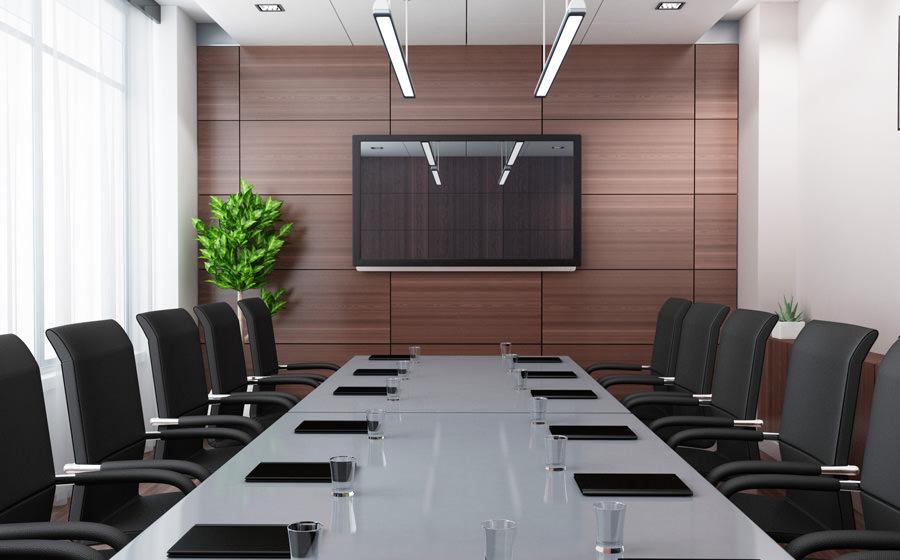 صندلی کنفرانس در یک اتاق کنفرانس مجهز