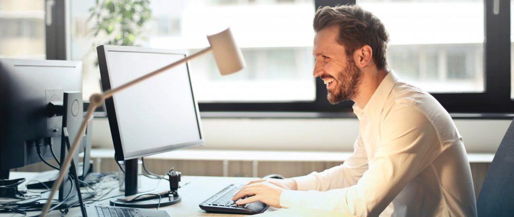 نحوه تنظیم صندلی اداری برای جلوگیری از درد کمر
